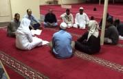 درس الفقه للجالية العربية في كامب المغلوث.